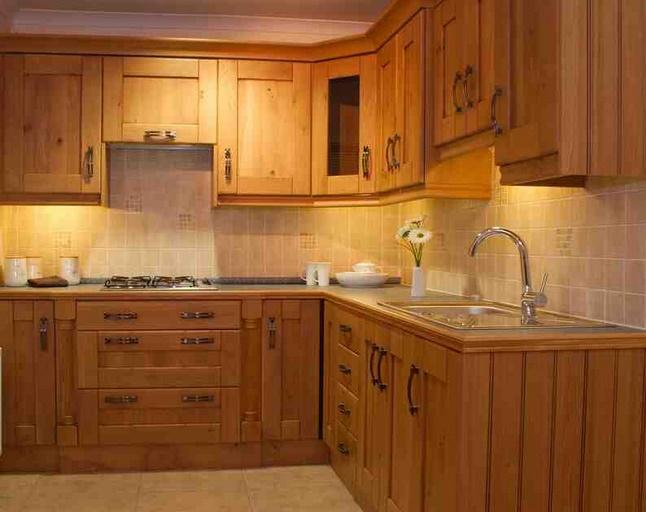 Fából készült konyhabútor1